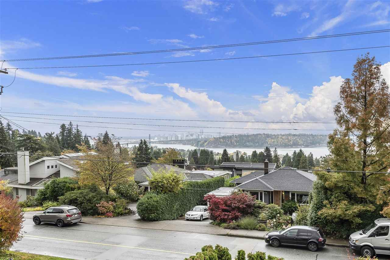Photo 19: Photos: 1471 MATHERS AVENUE in West Vancouver: Ambleside House for sale : MLS®# R2413830