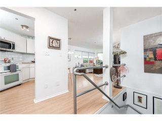 Photo 3: 103 953 W 8th Avenue in Vancovuer: Fairview VW Condo for sale (Vancouver West)  : MLS®# V1094473