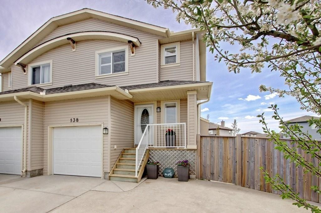 Welcome to 138 Aspen Mews in beautiful Strathmore.