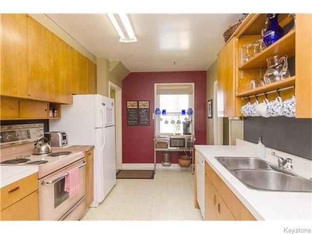 Photo 5: Photos: 583 Montrose Street in Winnipeg: River Heights / Tuxedo / Linden Woods Residential for sale (South Winnipeg)  : MLS®# 1620813