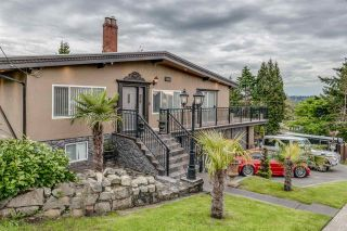 Photo 1: 1600 HOLDOM Avenue in Burnaby: Parkcrest House for sale (Burnaby North)  : MLS®# R2165020