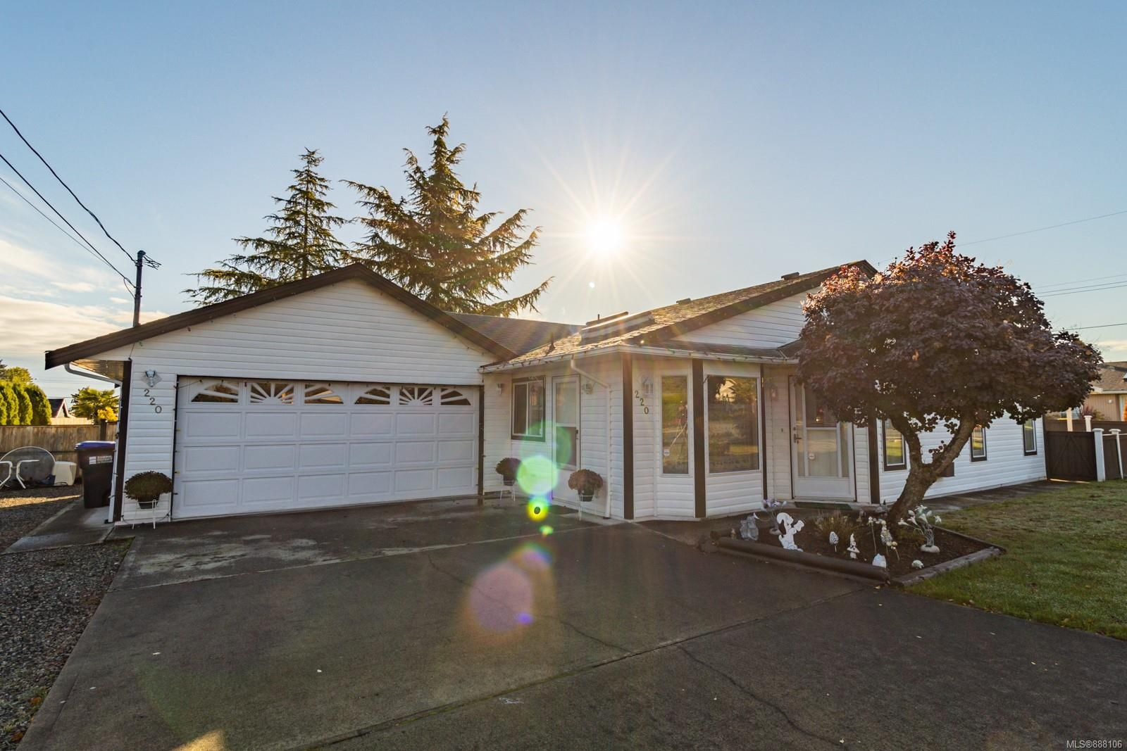 Main Photo: 220 Violet Pl in Parksville: PQ Parksville House for sale (Parksville/Qualicum)  : MLS®# 888106