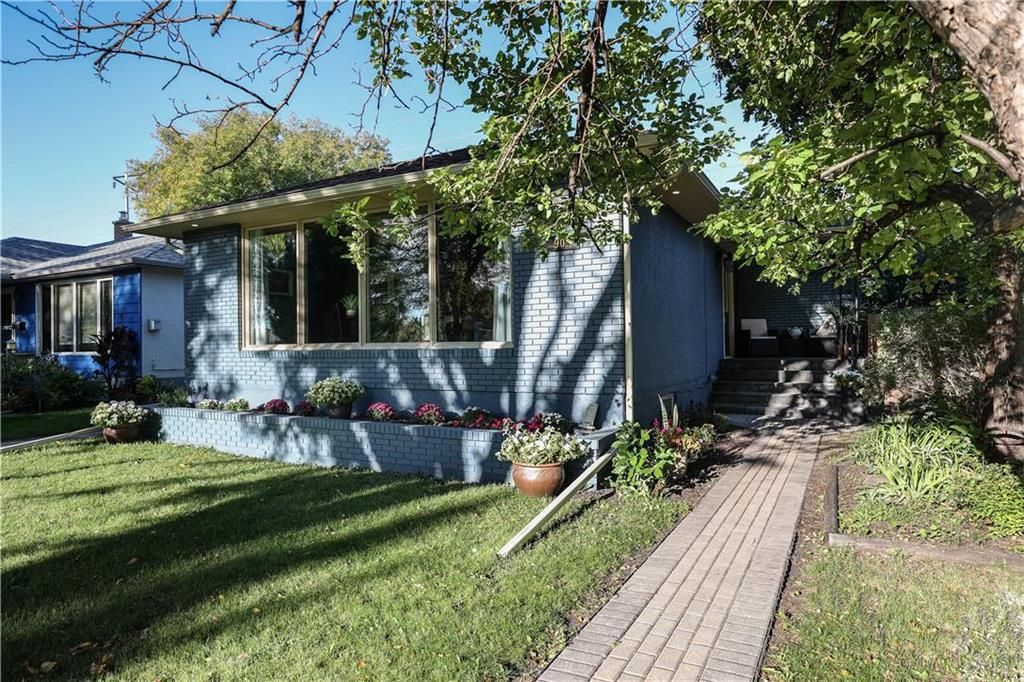 Main Photo: 907 Campbell Street in Winnipeg: River Heights South Residential for sale (1D)  : MLS®# 202122425