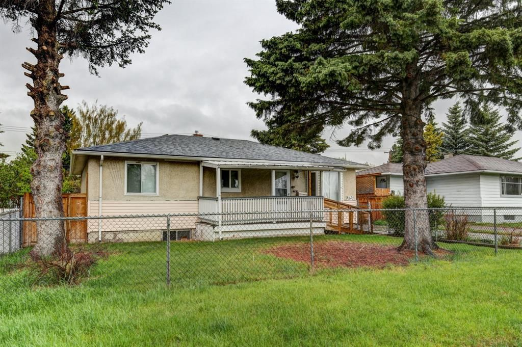 Main Photo: 8327 Bowglen Road NW in Calgary: Bowness Detached for sale : MLS®# A1114728