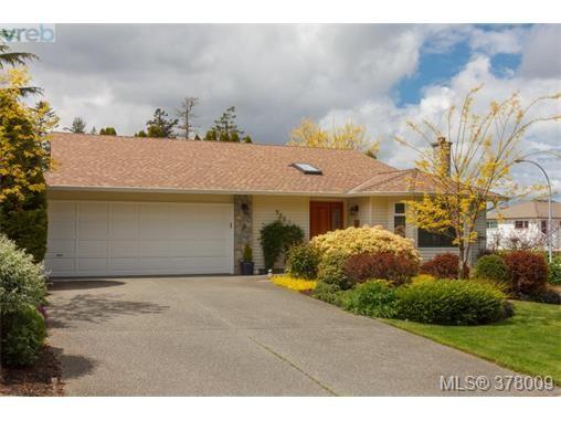 Main Photo: 926 Mesher Pl in VICTORIA: Es Kinsmen Park House for sale (Esquimalt)  : MLS®# 758950