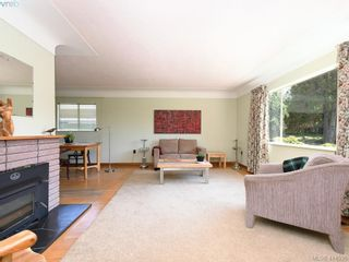 Photo 2: 888 Darwin Ave in VICTORIA: SE Swan Lake House for sale (Saanich East)  : MLS®# 822110