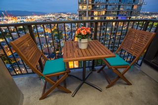 """Photo 9: 2503 128 W CORDOVA Street in Vancouver: Downtown VW Condo for sale in """"WOODWARDS W43"""" (Vancouver West)  : MLS®# R2506650"""