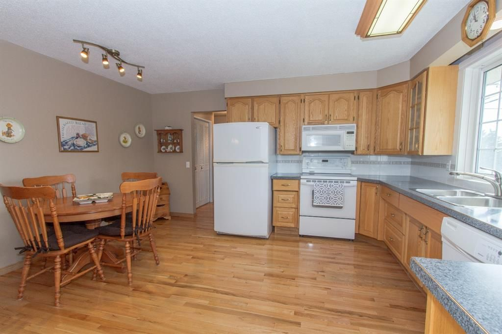 Photo 11: Photos: 1039 Hunterdale Place NW in Calgary: Huntington Hills Detached for sale : MLS®# A1144126