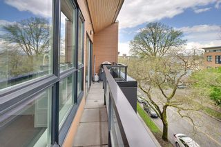 """Photo 4: 405 2020 W 12TH Avenue in Vancouver: Kitsilano Condo for sale in """"2020"""" (Vancouver West)  : MLS®# R2166280"""