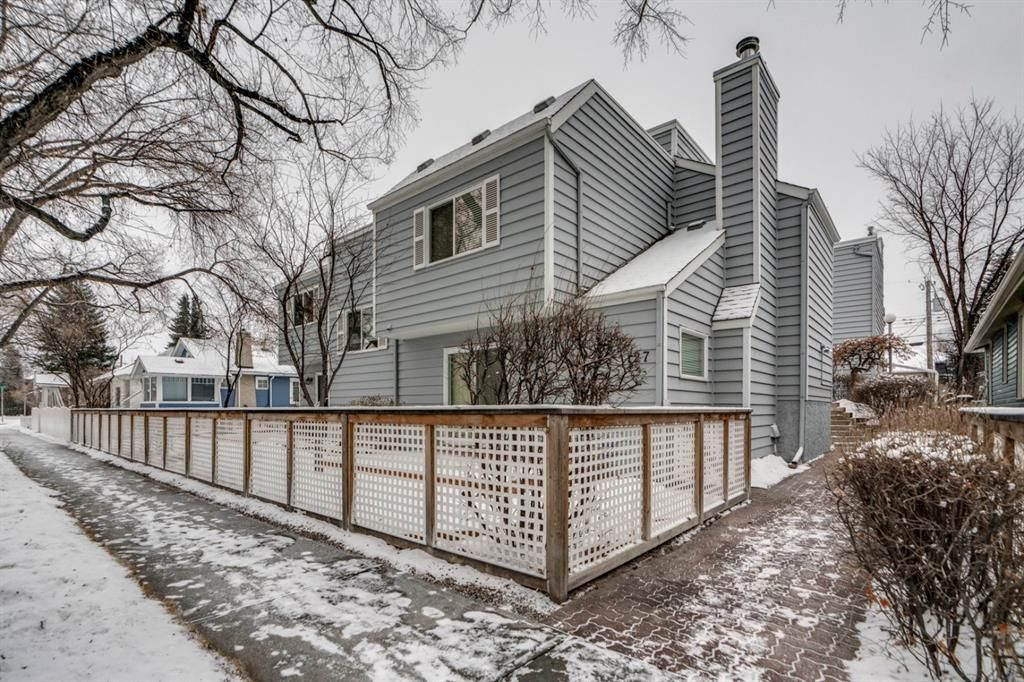 Main Photo: 5 127 11 Avenue NE in Calgary: Crescent Heights Row/Townhouse for sale : MLS®# A1063443
