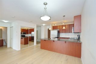 "Photo 2: 701 610 VICTORIA Street in New Westminster: Downtown NW Condo for sale in ""THE POINT"" : MLS®# R2392846"