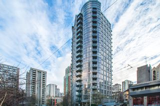 """Photo 1: 705 1050 SMITHE Street in Vancouver: West End VW Condo for sale in """"STERLING"""" (Vancouver West)  : MLS®# R2133078"""