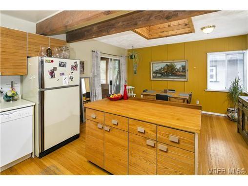Photo 7: Photos: 3055 Carroll St in VICTORIA: Vi Burnside House for sale (Victoria)  : MLS®# 728046
