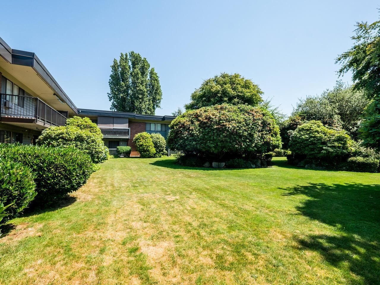 """Photo 24: Photos: 209 2600 E 49TH Avenue in Vancouver: Killarney VE Condo for sale in """"Southwinds"""" (Vancouver East)  : MLS®# R2600173"""