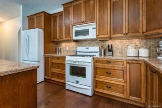 Photo 15: 2043 Evans Pl in Courtenay: CV Courtenay East House for sale (Comox Valley)  : MLS®# 882555