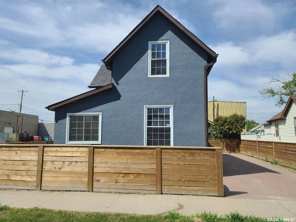 Main Photo: 223 I Avenue South in Saskatoon: Riversdale Residential for sale : MLS®# SK855516