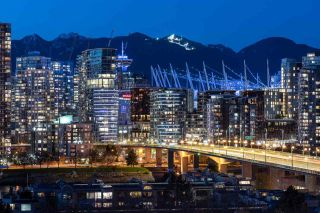 """Main Photo: PH 6 518 MOBERLY Road in Vancouver: False Creek Condo for sale in """"NEWPORT QUAY"""" (Vancouver West)  : MLS®# R2582796"""