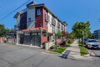 Photo 1: 2525 WOODLAND Drive in Vancouver: Grandview Woodland Townhouse for sale (Vancouver East)  : MLS®# R2355354