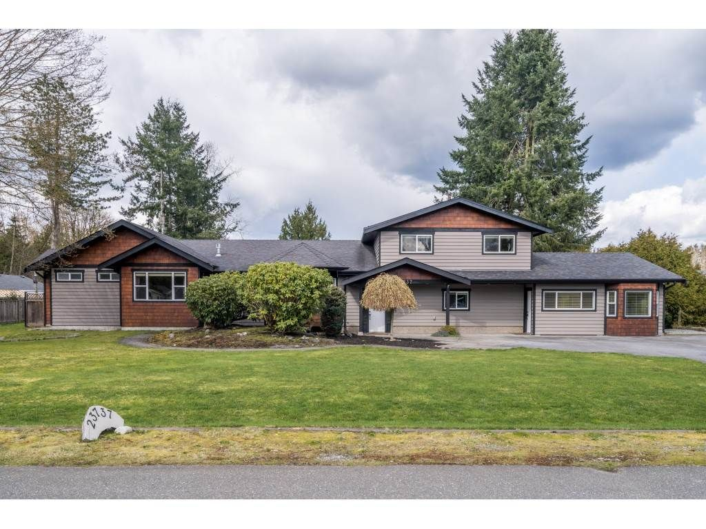 Main Photo: 23737 46B Avenue in Langley: Salmon River House for sale : MLS®# R2557041