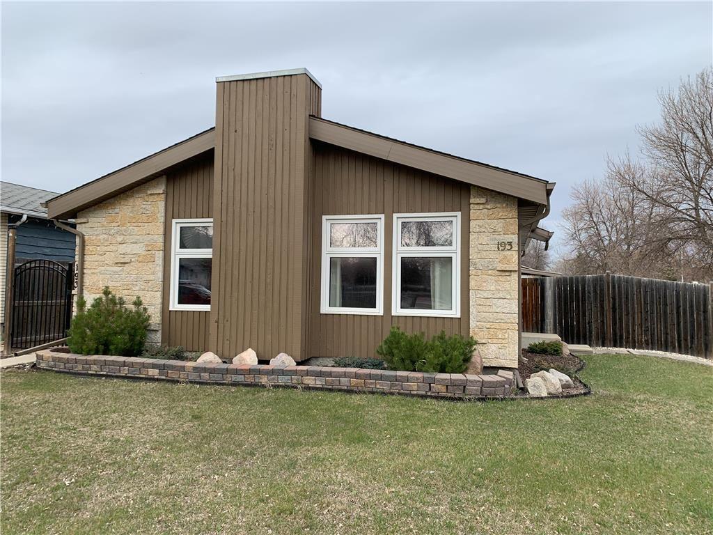 Main Photo: 193 Beckinsale Bay in Winnipeg: St Vital Residential for sale (2E)  : MLS®# 202110508