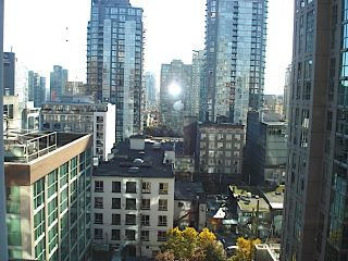 """Photo 1: 1105 1189 HOWE Street in Vancouver: Downtown VW Condo for sale in """"Genisis"""" (Vancouver West)  : MLS®# R2416331"""