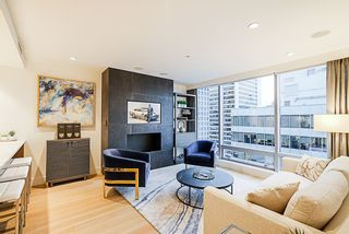 """Photo 8: 2207 1111 ALBERNI Street in Vancouver: West End VW Condo for sale in """"Shangri-La"""" (Vancouver West)  : MLS®# R2335303"""