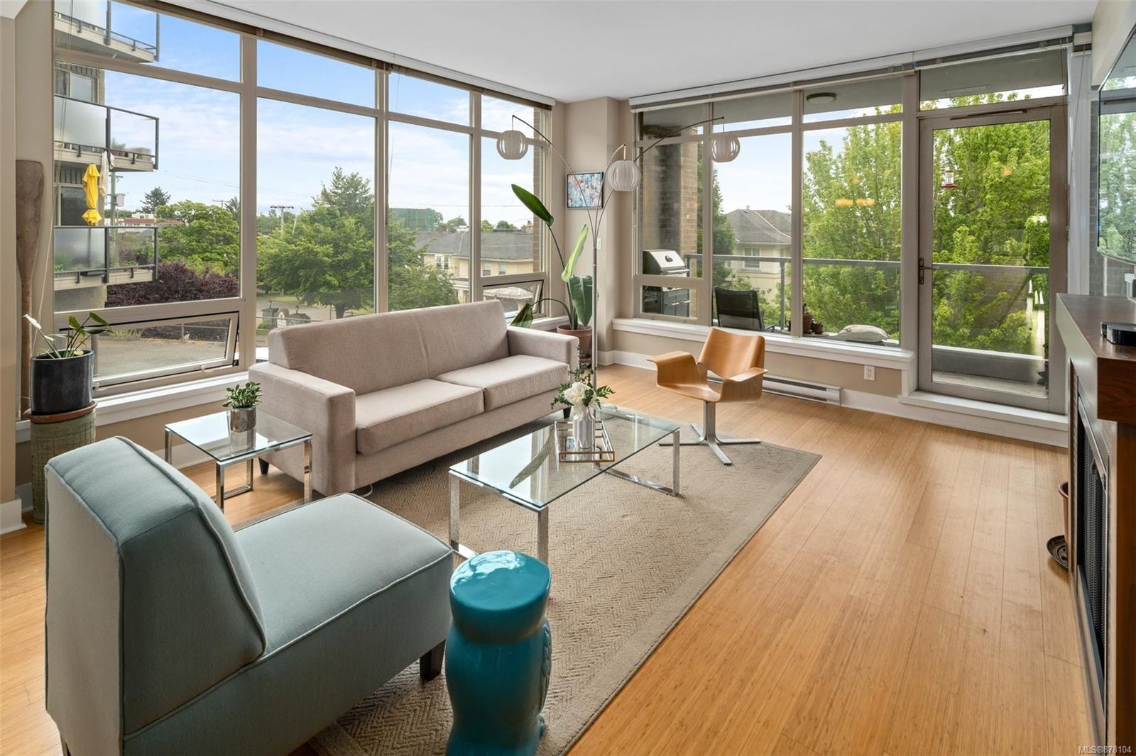 Main Photo: 403 828 Rupert Terr in : Vi Downtown Condo for sale (Victoria)  : MLS®# 878104