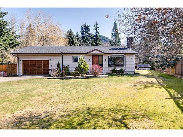 """Main Photo: 41550 GOVERNMENT Road in Squamish: Brackendale House for sale in """"BRACKENDALE"""" : MLS®# V1051640"""