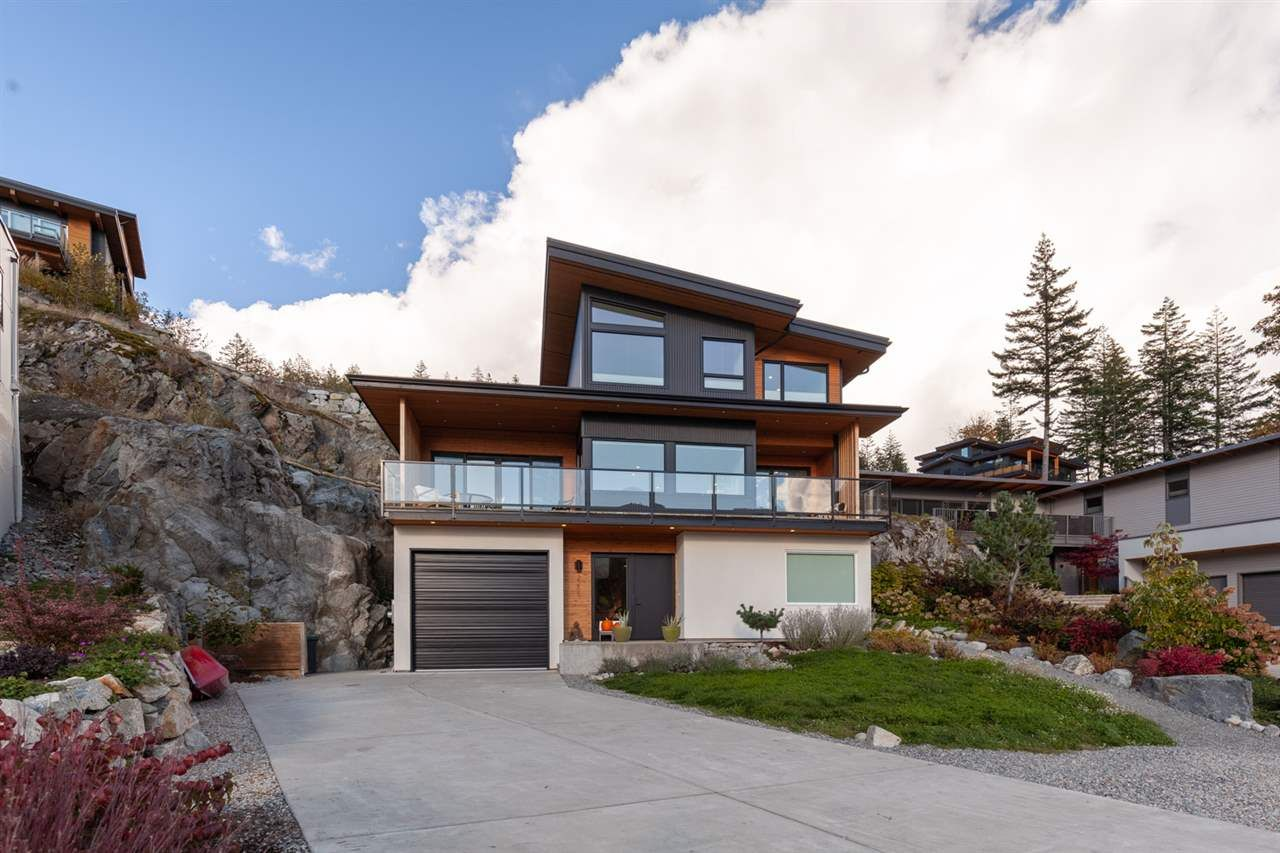 "Main Photo: 2255 WINDSAIL Place in Squamish: Plateau House for sale in ""CRUMPIT WOODS"" : MLS®# R2514390"