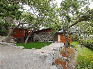 Photo 1: 2904 PHYLLIS Street in VICTORIA: SE Ten Mile Point House for sale (Saanich East)  : MLS®# 303995