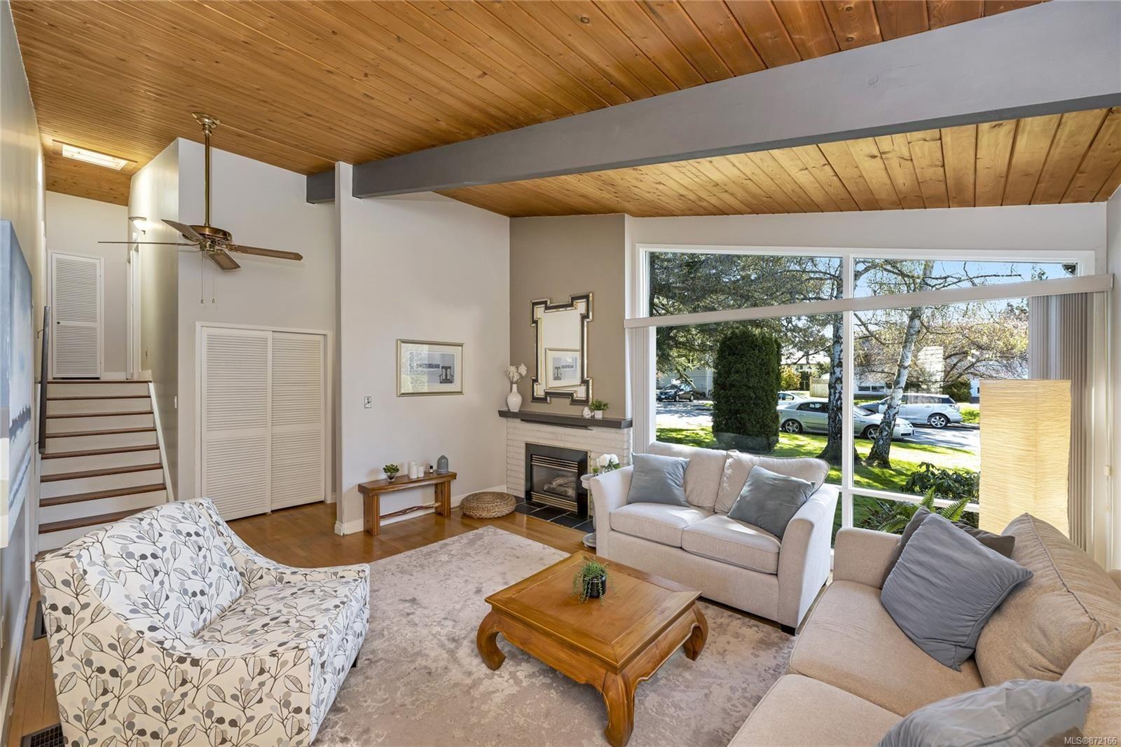 Photo 5: Photos: 1690 Blair Ave in : SE Lambrick Park House for sale (Saanich East)  : MLS®# 872166