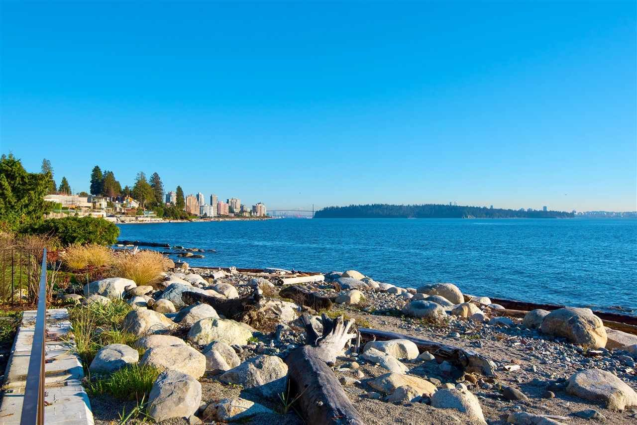 Main Photo: 2814 BELLEVUE Avenue in West Vancouver: Altamont House for sale : MLS®# R2577795