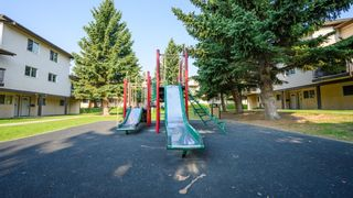 Photo 12: 8 3745 Fonda Way SE in Calgary: Forest Heights Row/Townhouse for sale : MLS®# A1129869