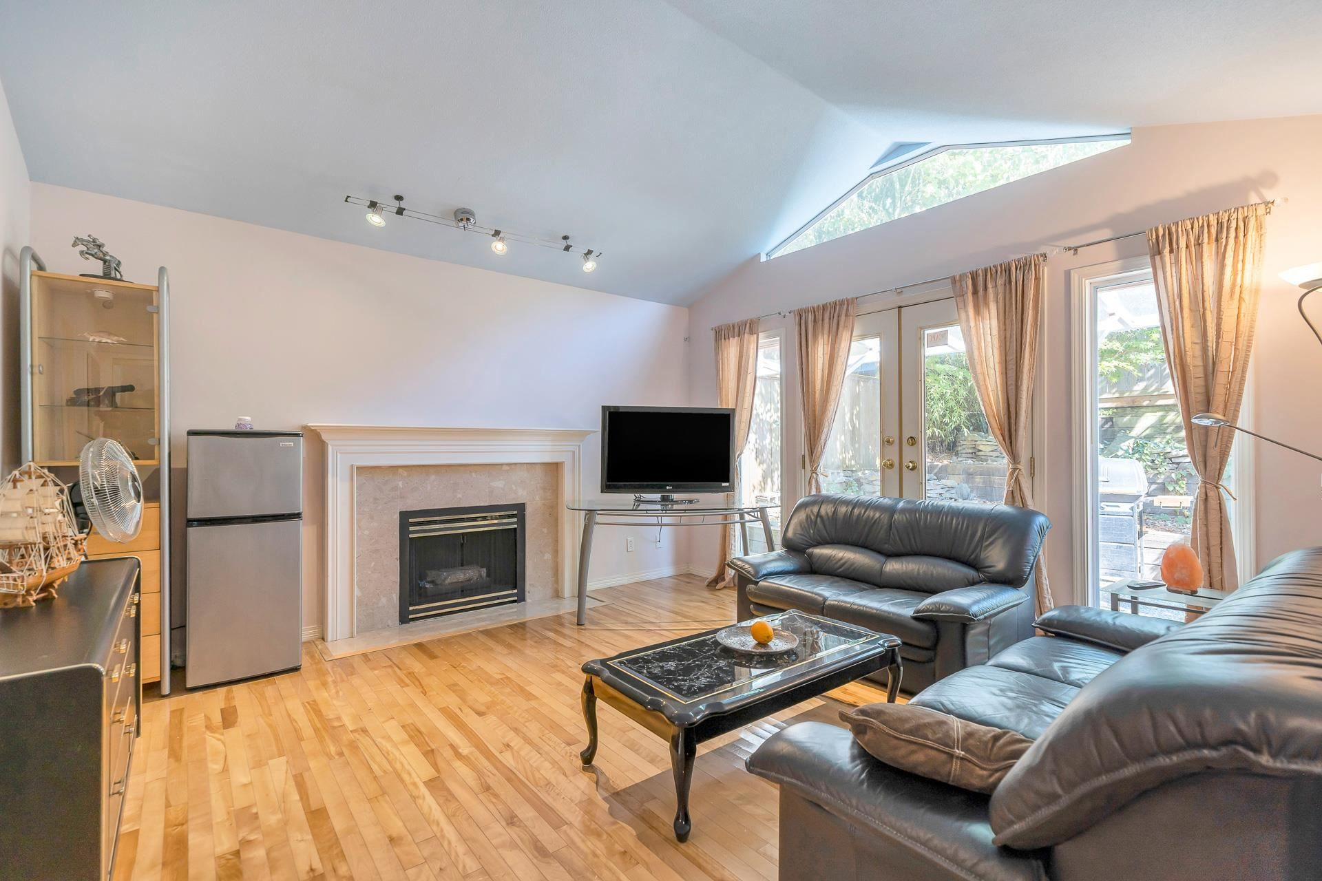 Main Photo: 2556 SE MARINE Drive in Vancouver: South Marine House for sale (Vancouver East)  : MLS®# R2603863