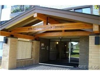 Main Photo:  in VICTORIA: SE Lambrick Park Condo for sale (Saanich East)  : MLS®# 438727