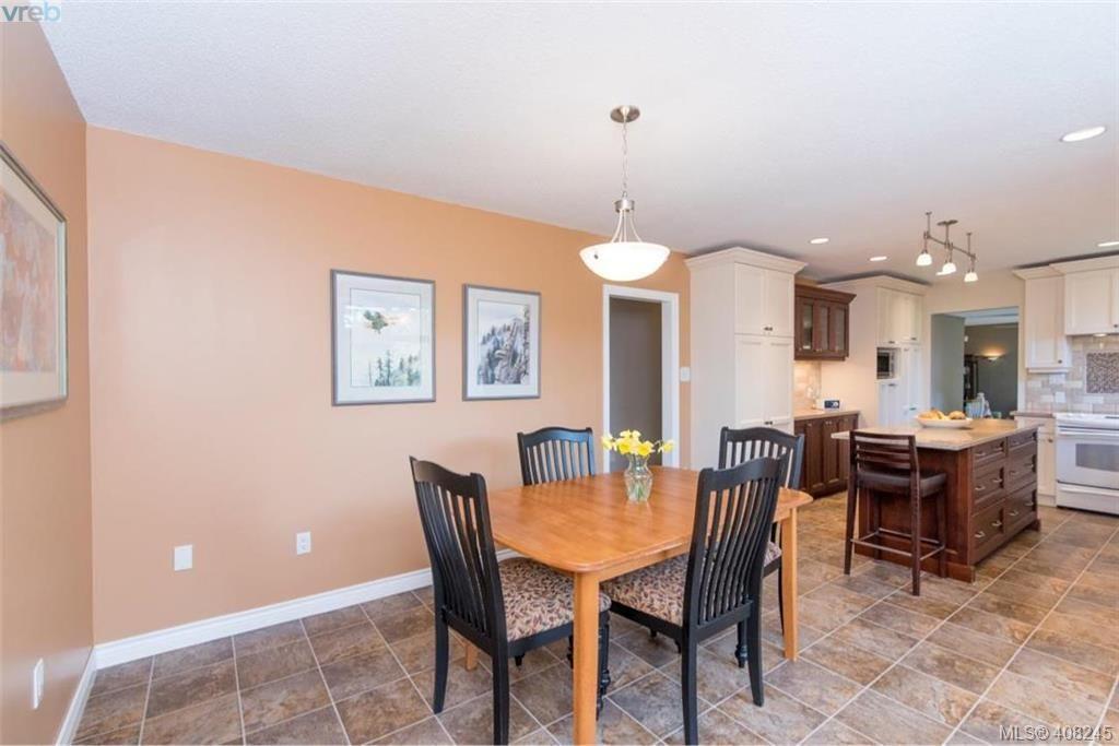 Photo 9: Photos: 546 Roseridge Pl in VICTORIA: SW Northridge House for sale (Saanich West)  : MLS®# 811318