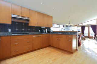 Photo 2: 2326 MARINE DRIVE in West Vancouver: Dundarave 1/2 Duplex for sale : MLS®# R2230822