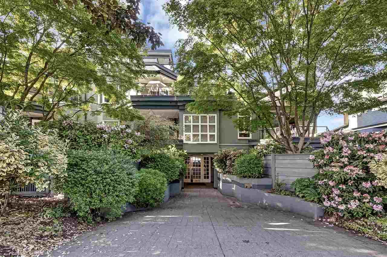 """Main Photo: 103 1925 W 2ND Avenue in Vancouver: Kitsilano Condo for sale in """"WINDGATE BEACHSIDE"""" (Vancouver West)  : MLS®# R2460939"""