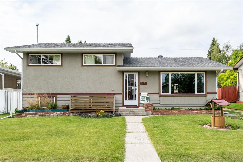 Main Photo: 3251 Boulton Road NW in Calgary: Brentwood Detached for sale : MLS®# A1115561