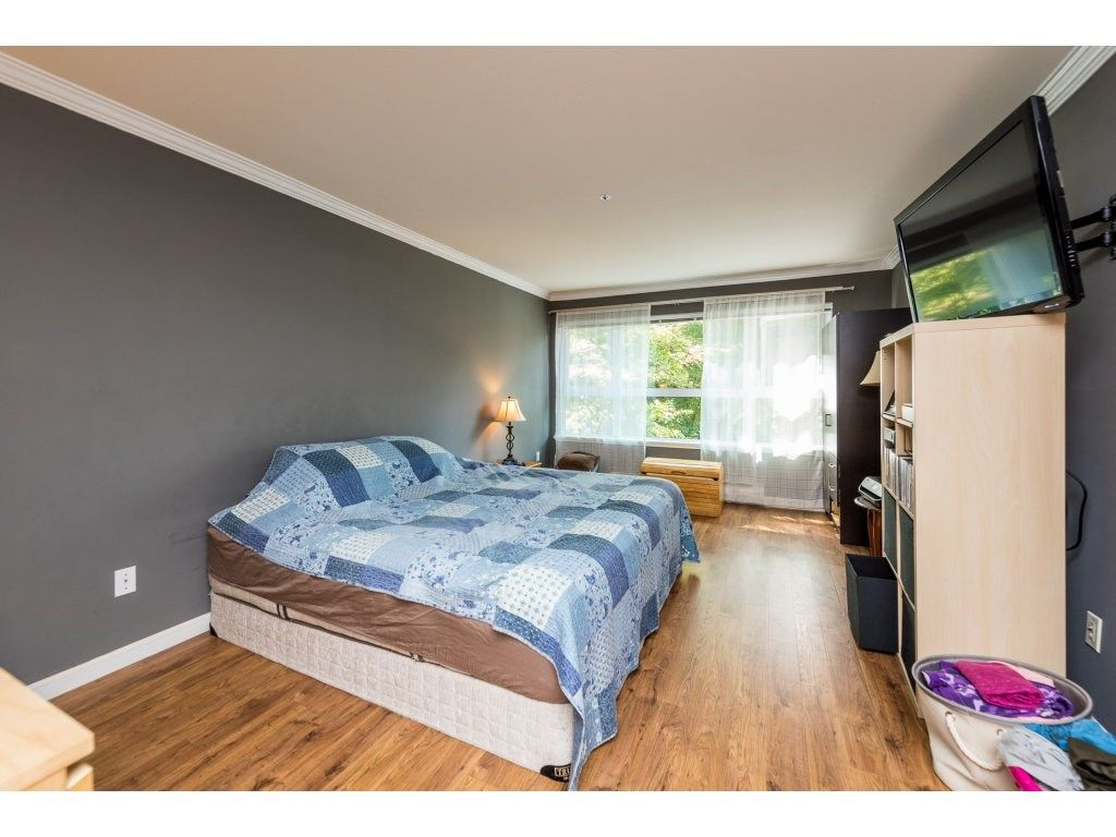 """Photo 10: Photos: 201 9626 148TH Street in Surrey: Guildford Condo for sale in """"Hartfood Woods"""" (North Surrey)  : MLS®# R2329881"""