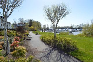 Photo 5: 302 6263 RIVER ROAD in Delta: East Delta Condo for sale (Ladner)  : MLS®# R2261893