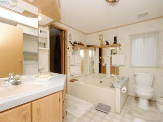 Photo 13: 21 1581 Middle Rd in VICTORIA: VR Glentana Manufactured Home for sale (View Royal)  : MLS®# 799550