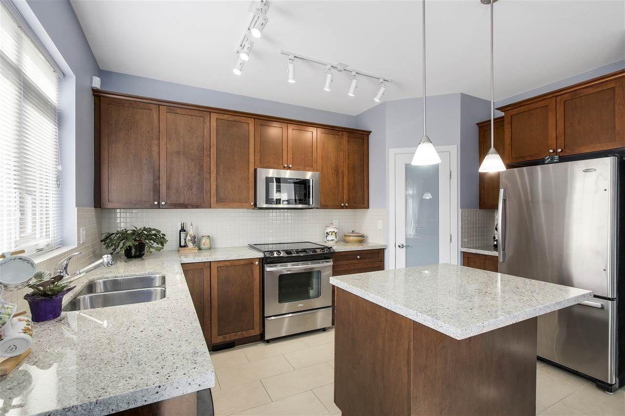 "Photo 5: Photos: 24110 HAWKINS Avenue in Maple Ridge: Albion House for sale in ""MAINSTONE CREEK"" : MLS®# R2140724"