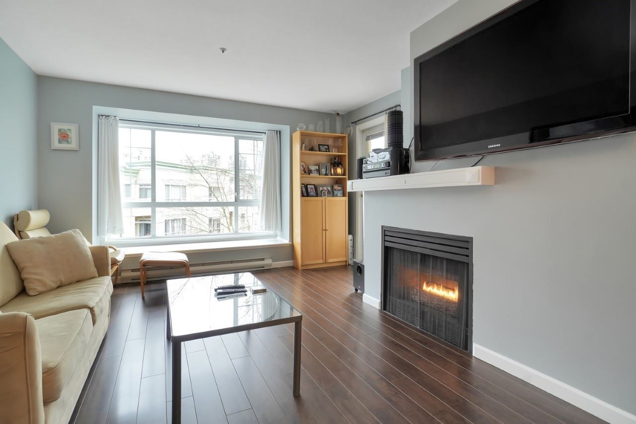 """Main Photo: 406 1242 TOWN CENTRE Boulevard in Coquitlam: Central Coquitlam Condo for sale in """"THE KENNEDY"""" : MLS®# R2543525"""