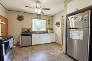 Photo 4: 70 Campbell Ave in High Bluff: House for sale : MLS®# 202116986