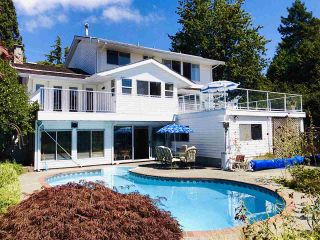 """Photo 2: 14528 SATURNA Drive: White Rock House for sale in """"Upper West White Rock"""" (South Surrey White Rock)  : MLS®# R2483571"""