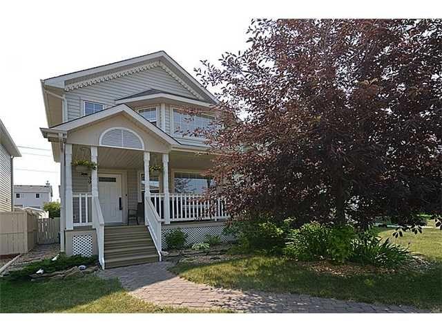 Main Photo: 39 BRIDLEGLEN Park SW in CALGARY: Bridlewood Residential Detached Single Family for sale (Calgary)  : MLS®# C3626897