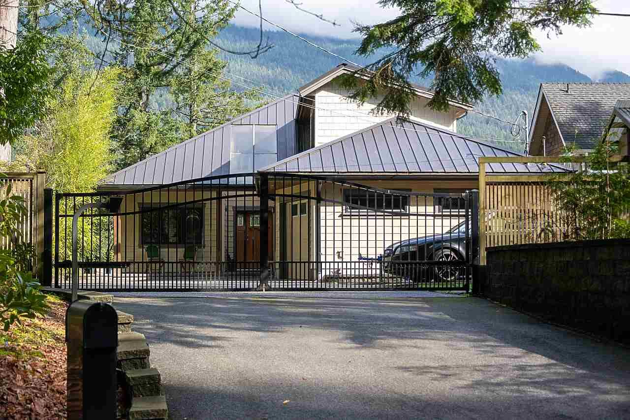 Main Photo: 4688 EASTRIDGE Road in North Vancouver: Deep Cove House for sale : MLS®# R2565563