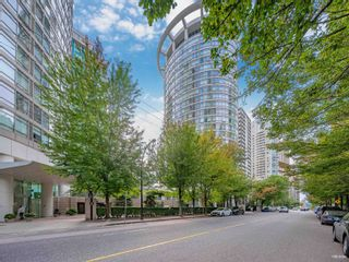 """Photo 2: 1301 1288 ALBERNI Street in Vancouver: West End VW Condo for sale in """"Palisades"""" (Vancouver West)  : MLS®# R2614069"""