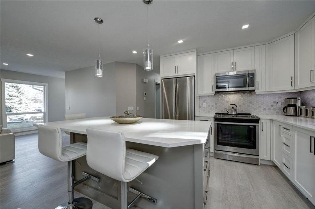 Photo 17: Photos: 210 OAKMOOR Place SW in Calgary: Oakridge House for sale : MLS®# C4111441